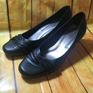 7 1/2 heels by Predictions. Excellent condition